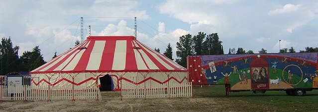 Circus Bellmondo: http://aktuelle.circusworld.de/2006/Barum/Voyage/Aron/Bellmondo/bellmondo.html
